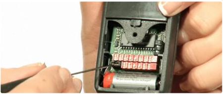 Si la télécommande ne marche pas après programmation, essayez d'ôter le cavalier